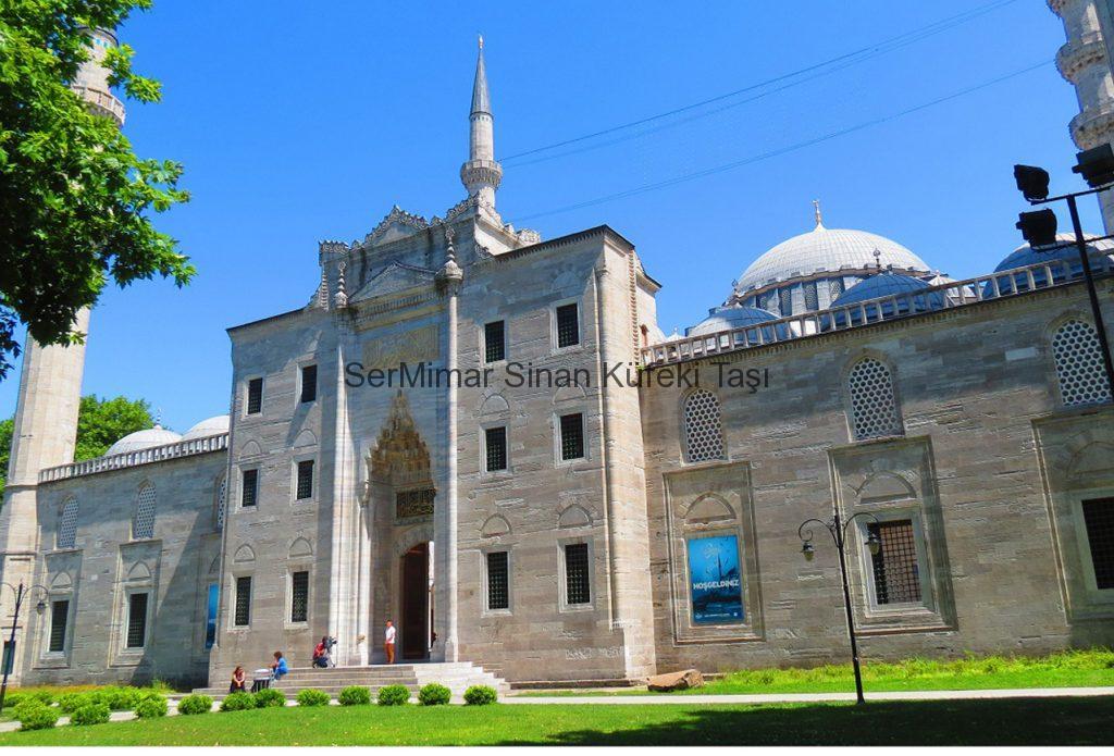 sermimar-sinan-kufeki-tasi-MussleStone-istanbul-tasi-bakirkoy-tasi-silivri-tasi-Suleymaniye-Camii-1024x695